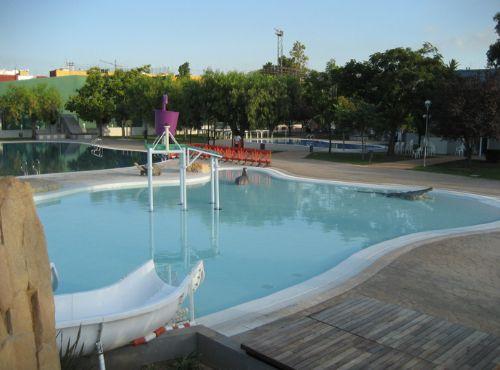 Arquimunsuri piscina l dica y cafeter a quart de poblet for Piscina quart de poblet cubierta
